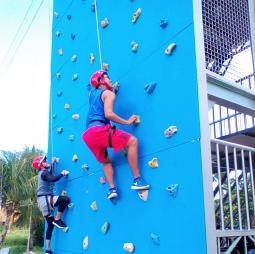 tb wall climbing